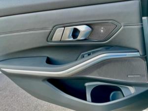 BMW 330e xDrive Dettaglio Port