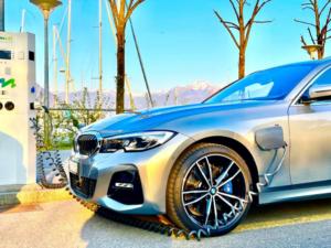 BMW 330e xDrive Ricarica
