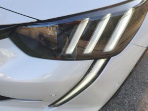 Peugeot E 208 GT dettaglio faro ant