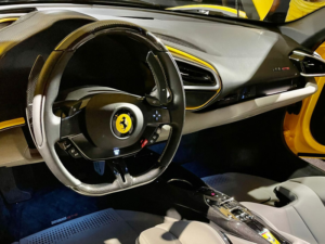 Ferrari 296 cruscotto