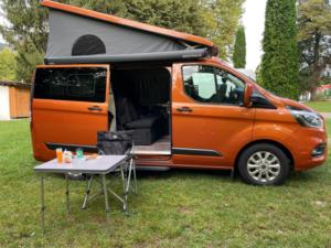 Ford Nugget Camper Profilo laterale aperto mattino
